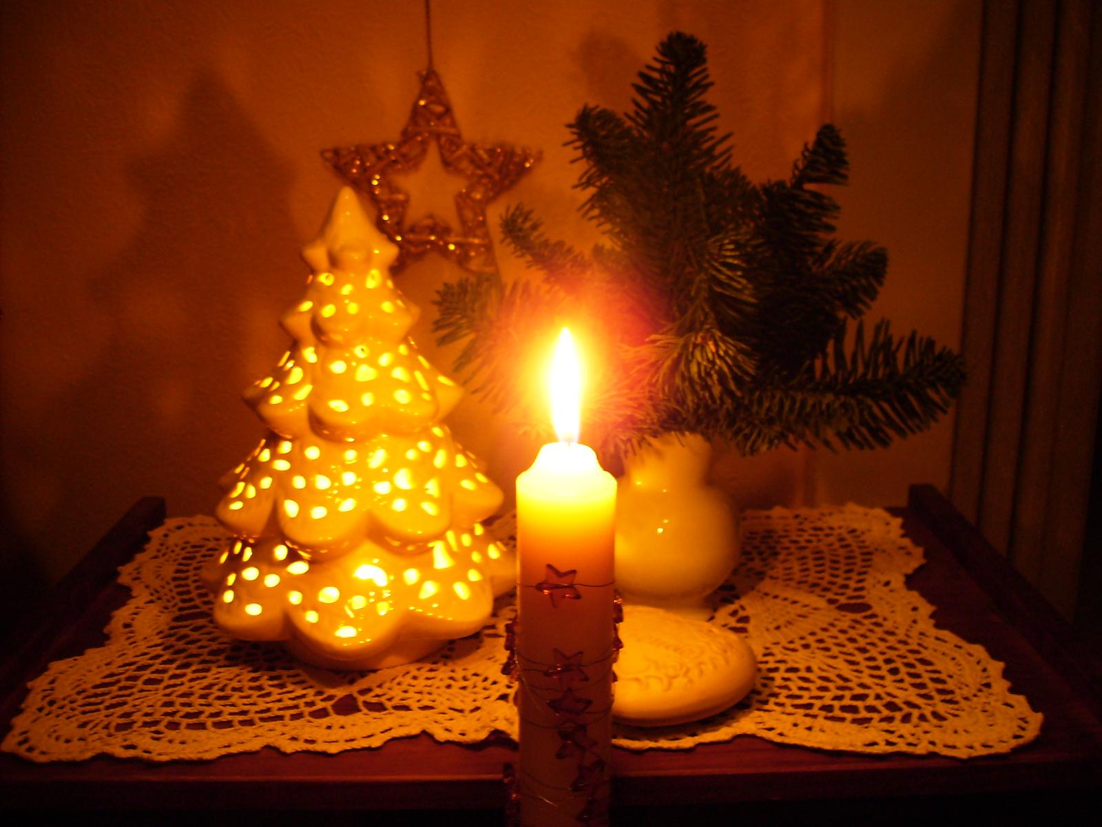 Kerzen%2Bund%2Bwei%25C3%259Fes%2BTannenb%25C3%25A4umchen%2B26.11.2010%2B%252820%2529 Stilvolle Künstliche Weihnachtsbäume Wie Echt Dekorationen