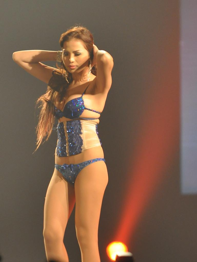 2011 fhm sexiest victory party bikini model 01