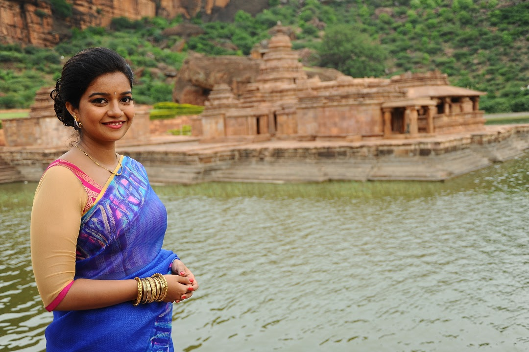 Swathi Hd Wallpapers Download Colors Swathi In Red Saree Wallpapers