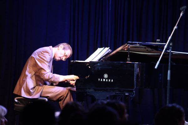 GEORGE KONTRAFOURIS PIANO TRIO: Τετάρτη 25 Νοεμβρίου @ Ίλιον plus