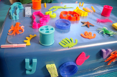 DIY SENSORY STICKY PLAY