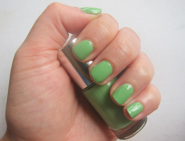 Clinique A Different Nail Enamel For Sensitive Skin: Hula Skirt Nail Polish