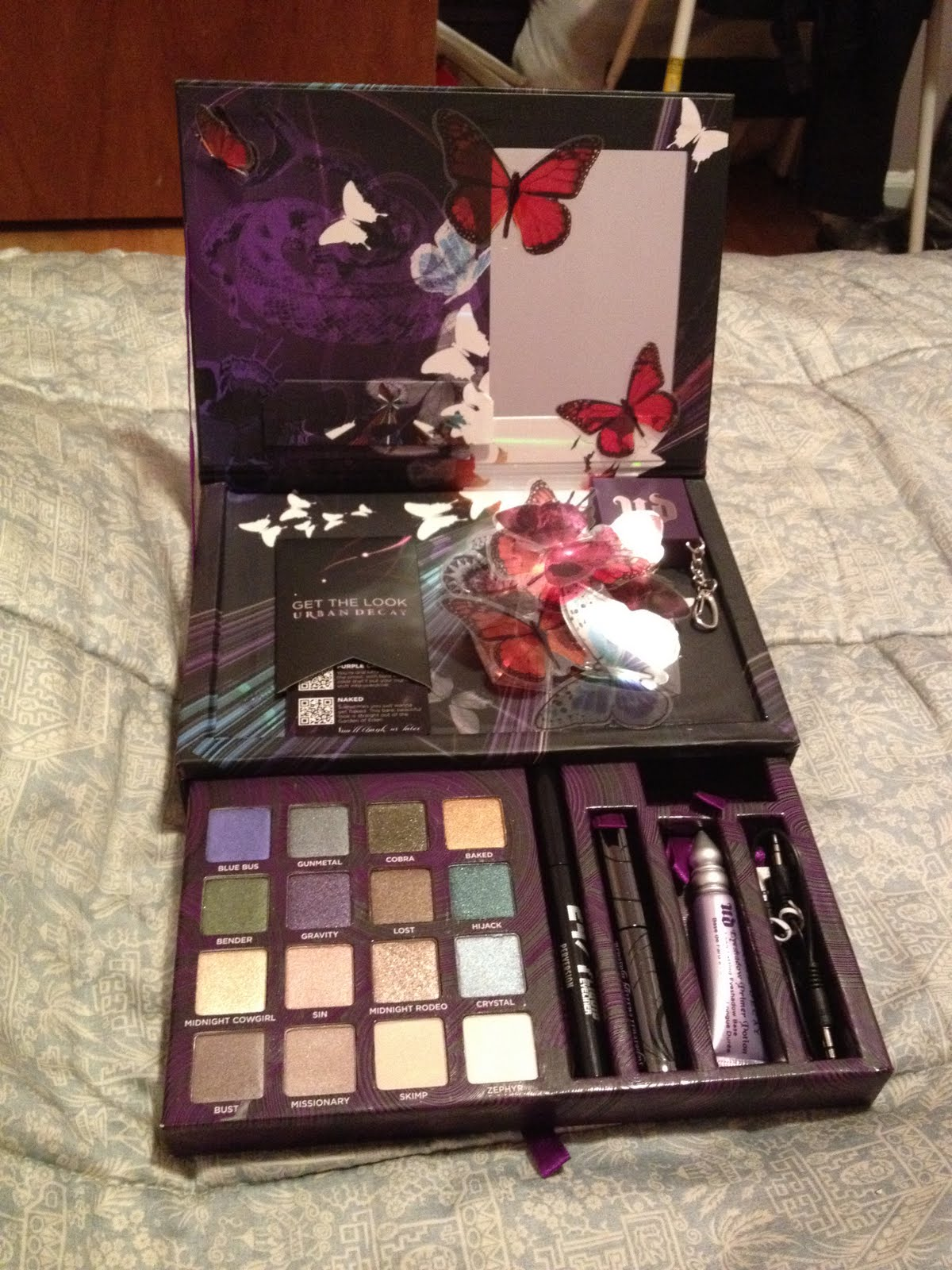 The Beauty of Life: Holiday Gift Guide: Urban Decay Book of Shadows IV