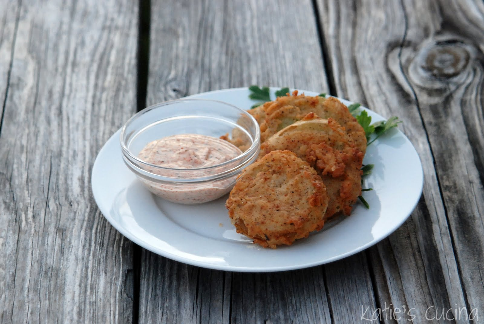 fried green tomatoes racism Fried green tomatoes is based on the novel, fried green tomatoes at the whistle stop café, by fannie flagg evelyn couch, a timid, depressed, and unhappily married housewife in her forties, visits her husband's aunt in a birmingham, alabama nursing home.