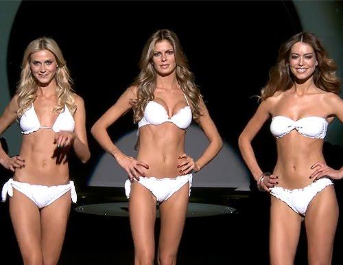 Fehér fodros bikini kollekció a Calzedonia-tól
