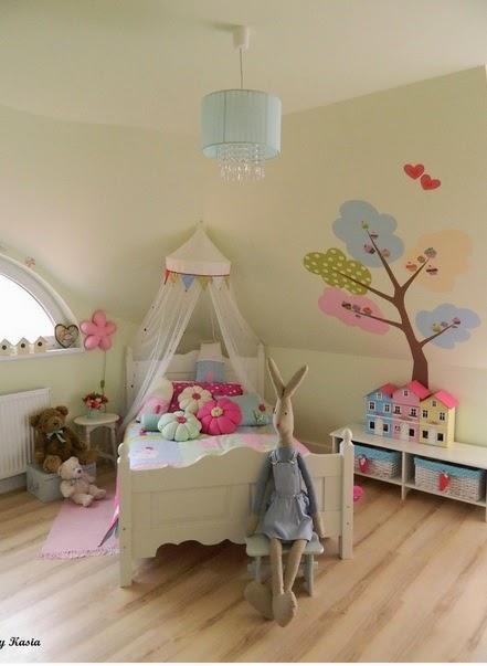 http://deccoria.pl/galeria/foto,id,100347,1234758,1,pokoj-dzieciecy.html