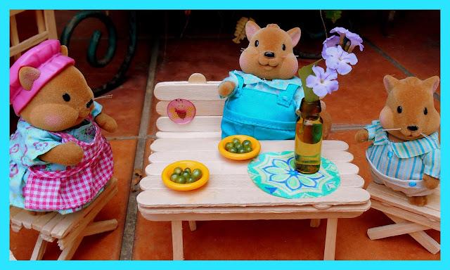 Muebles hechos con palitos de helados / Popsicle furniture Mesas y sillas hechas con palitos de helados / Popsicle furniture