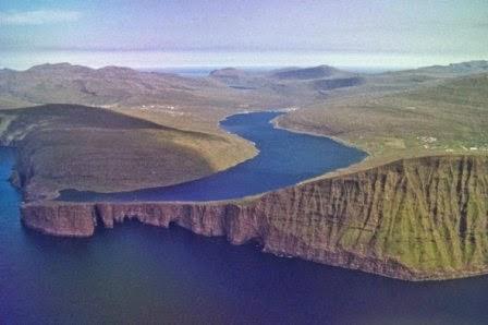 Danau Di Atas dan Di Bawah