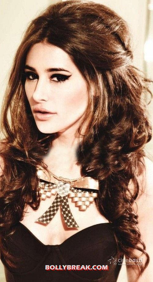 Nargis Fakhri with golden hair - Nargis Fakhri Hot Face Photo - Golden hair
