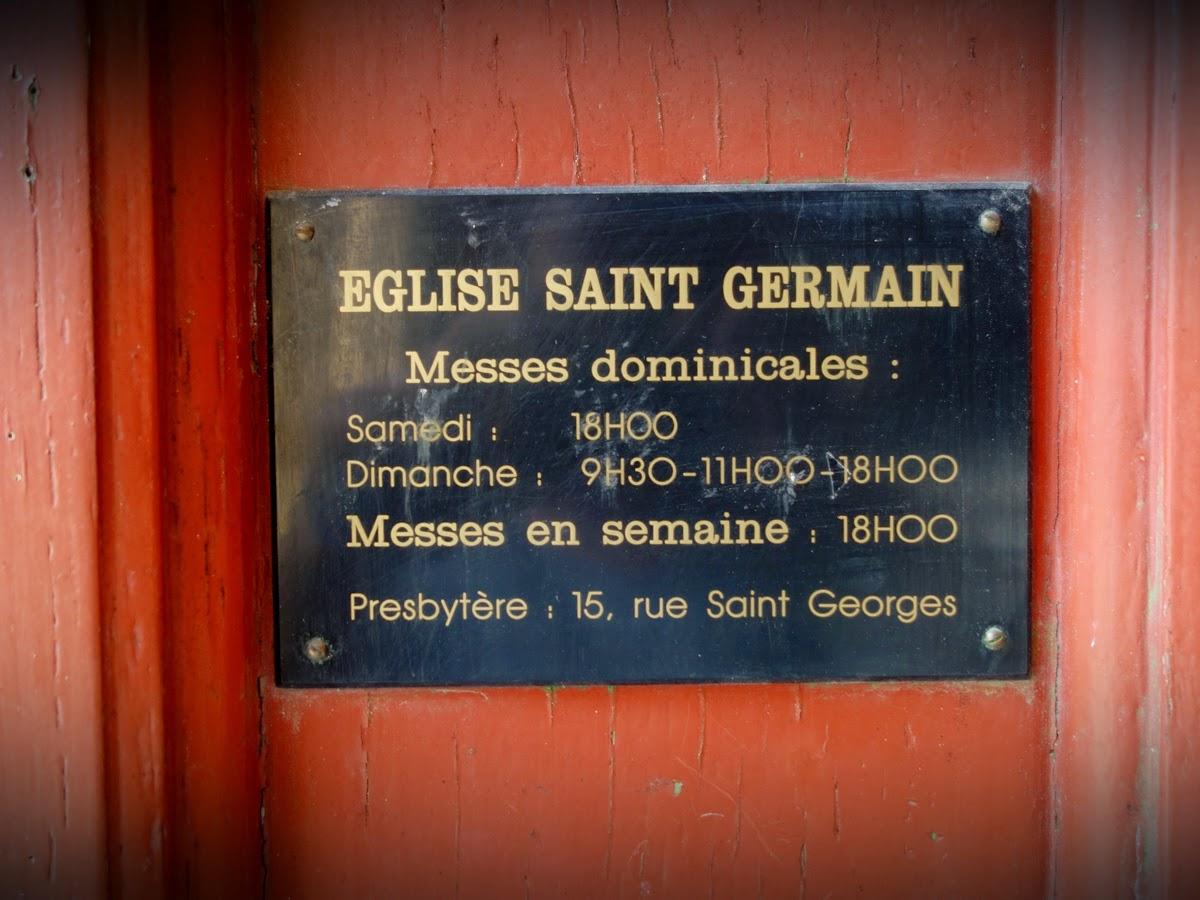 A l'entrée de l'église Saint-Germain