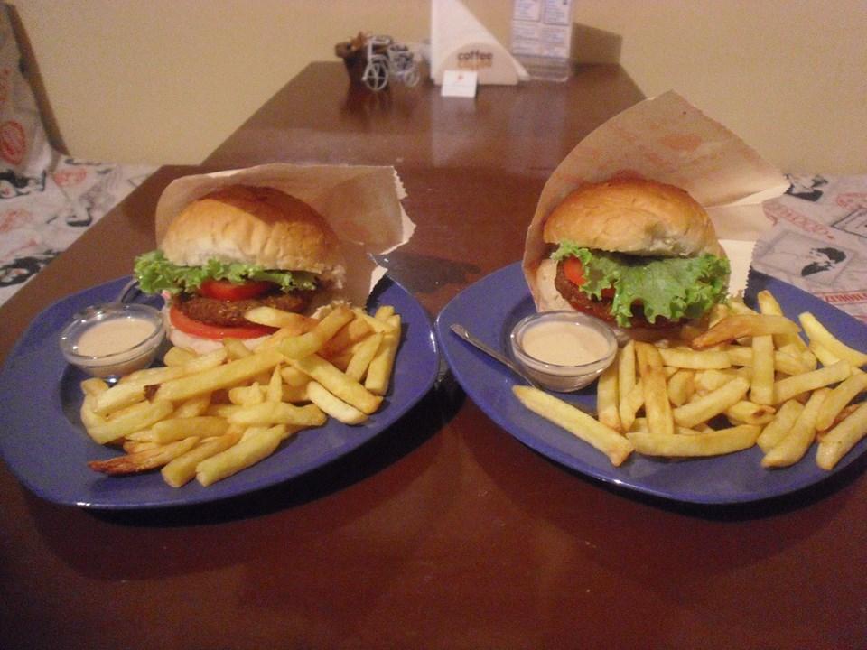 burger menü....falafelburger ve patates kızartması