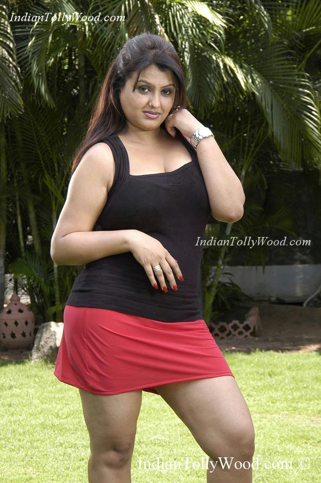Spicy Actress Sona Hot