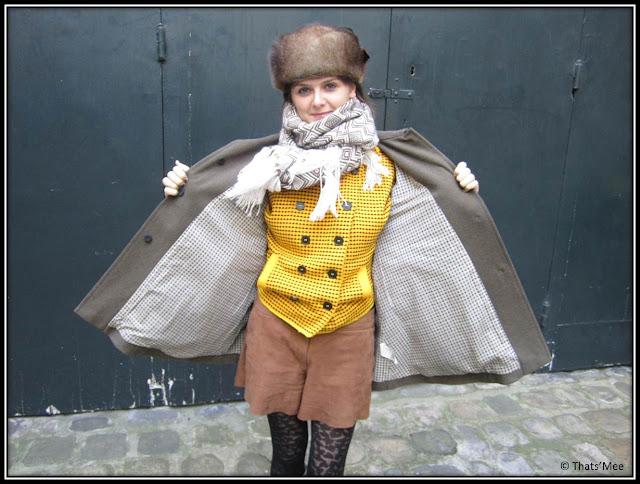 Pull jaune à boutons Kenzo double boutonnage, Manteau See by Chloé, Short en cuir Monoprix, bottes friperie, chapka friperie Berlin, collants h&M, foulard péruvien