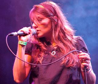 """Coralie Clément nos sugiere y canta """"La Contradiction"""""""