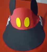 http://manualidadesparaninos.biz/visera-mickey-mouse-y-minnie/