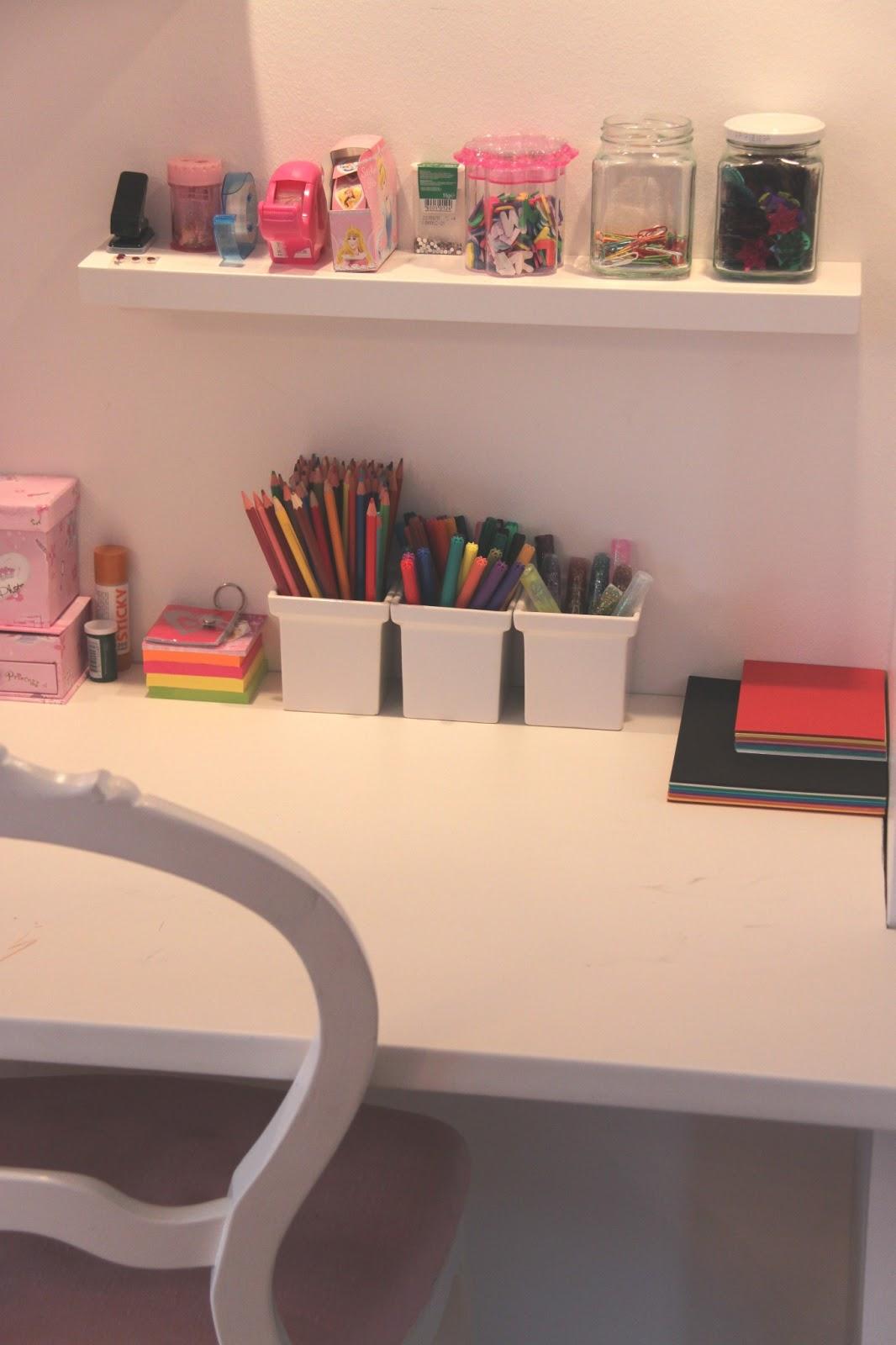 Mariah med H Platsbyggt skrivbord