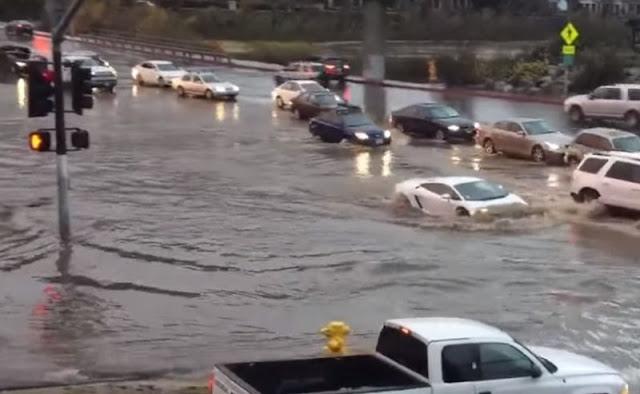VIDEO : Supercar Seharga Rp2,2 Miliar Terjang Banjir