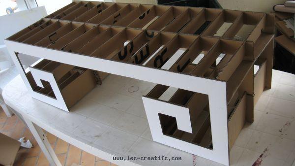 blodias aledroth voici des images de meubles en carton. Black Bedroom Furniture Sets. Home Design Ideas