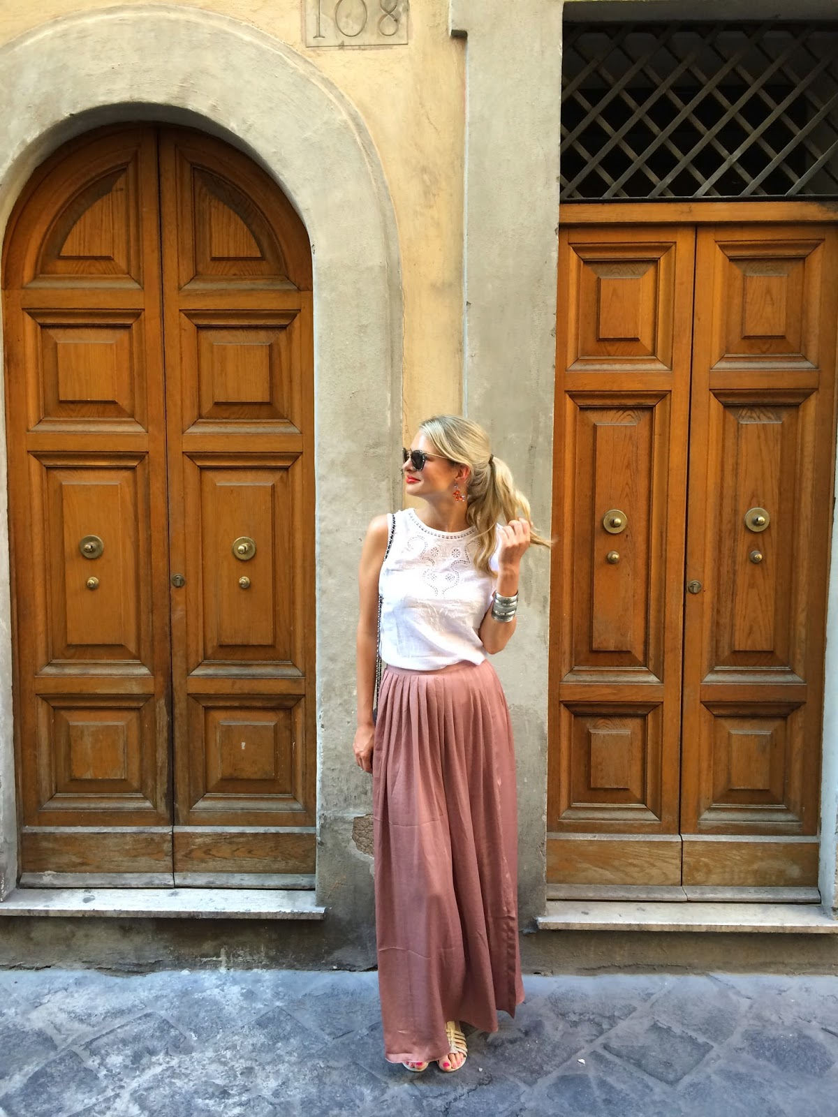 asos maxi skirt, maxi skirt with split, street style, rome, roma, rom, italian, italy street style, maxi skirt and white top, gladiator sandals, wallet on chain, chanel bag, hm arm cuff, blonde fashion blogger