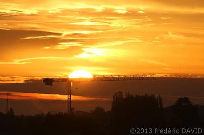 ville grue silhouette chantier construction matin soleil contre-jour Sénart Seine-et-Marne