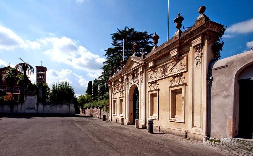 un lato di piazza dei Cavalieri di Malta