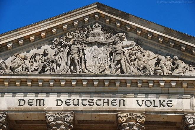 Pediment-Reichstag