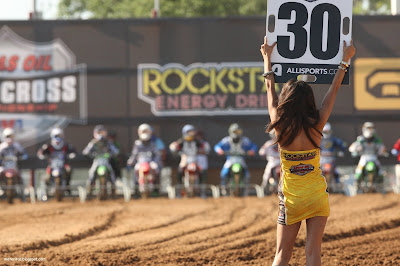 motocross-girl-wallpaper-supercross-suzuki-rock-star