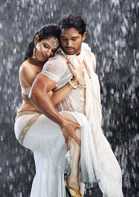 Tamanna hot wet navel show in rain with Allu Arjun