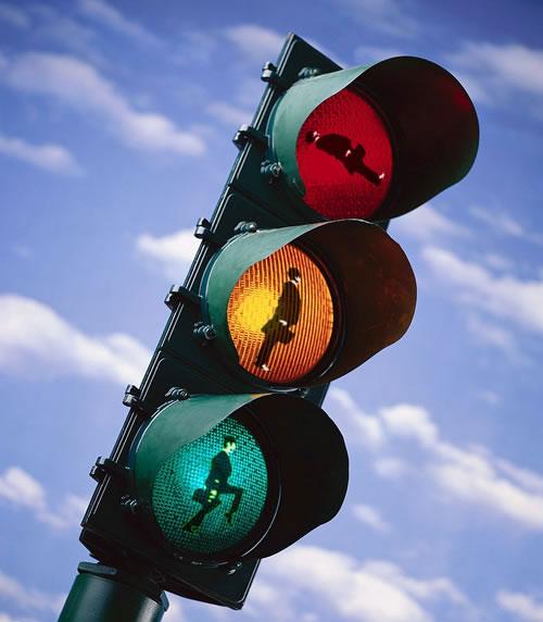 Komik Trafik İşaretleri kırmızı turuncu yeşil işaretler komik sahneler trafikte yaşanan komik sahneler iş adamları temalı trafik lambası