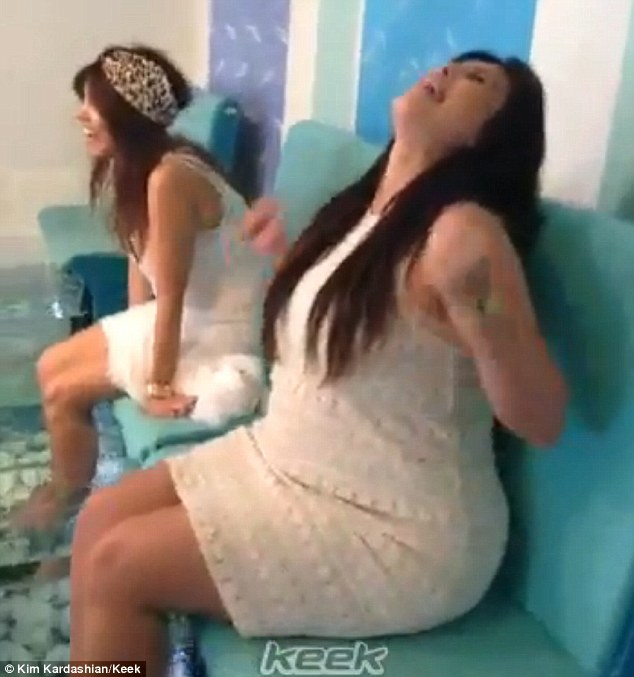 Kim kardashian 39 s feet video screaming through a fish for Fish pedicure dc