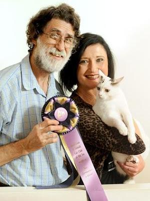 Foto Popeye, Dr Mike Auld dan Lynda du vallier