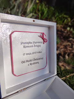 Pamiątka Pierwszej Komunii Świętej,szkatułka z dedykacją dla dziewczynki, mała książniczka