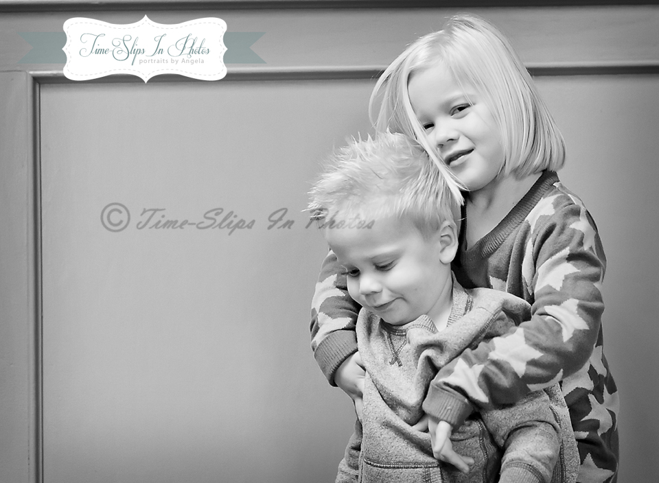 blond_toddlers_black_and_white