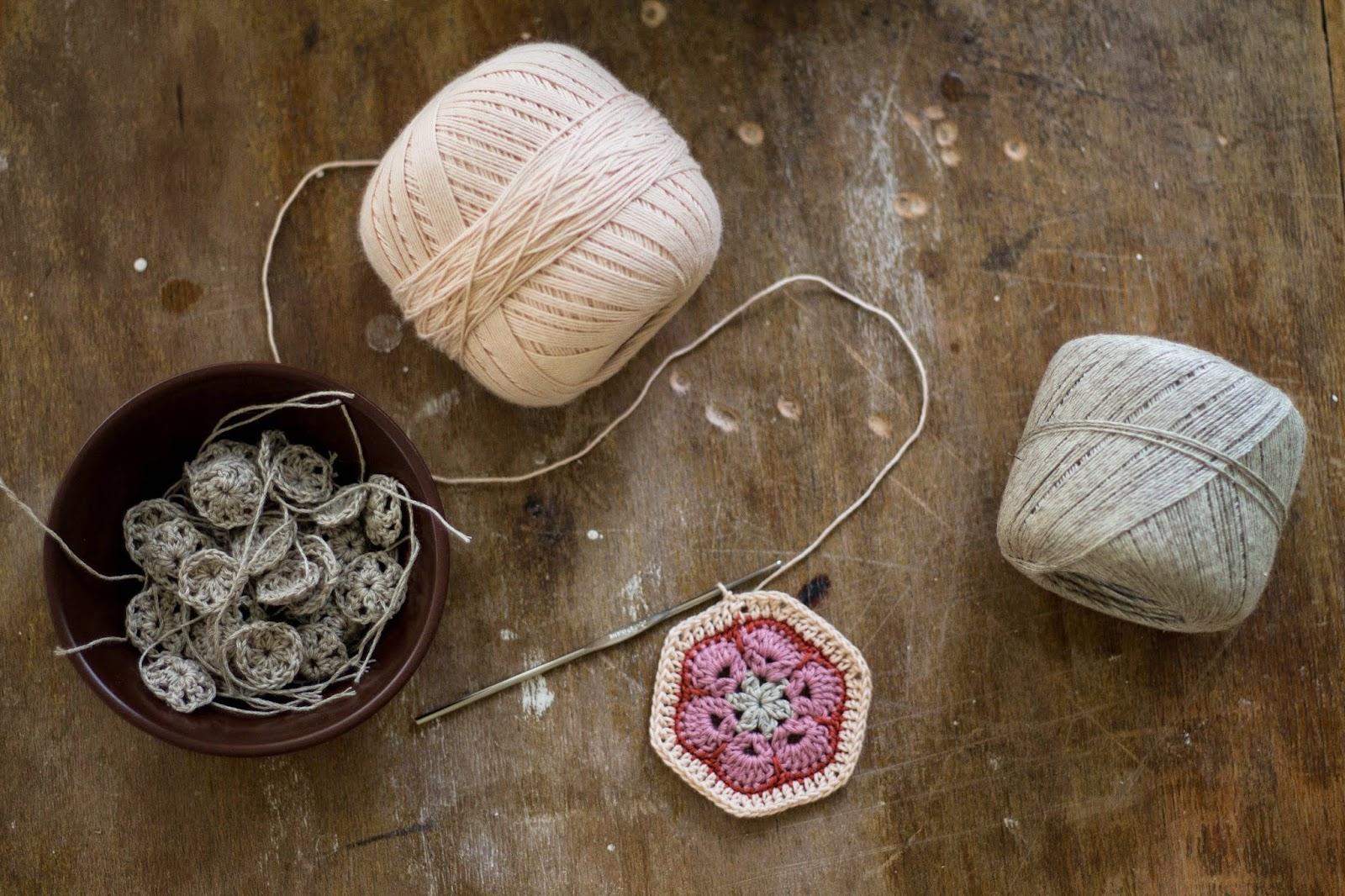 афганский мотив, плед из мотивов, красивый мотив, мотив, мотивы крючком, разноцветные мотивы, разноцветные мотивы крючком, вязание крючком, пристроить остатки пряжи, что сделать из остатков пряжи, идеи из остатков пряжи