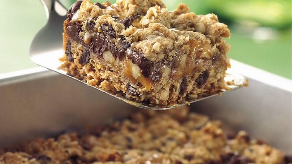 ... Italian Kitchen: Chocolate Chip, Oats and Caramel Cookie Squares