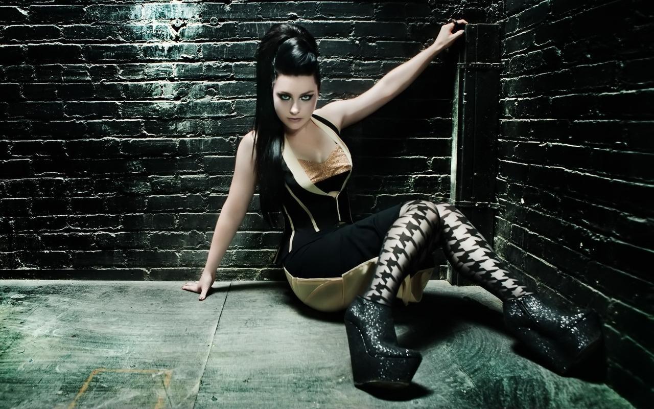 http://3.bp.blogspot.com/-I0TTTnZeaqE/UFRfV3MZuNI/AAAAAAAAfRo/stK1mCX7KmM/s1600/Amy-Lee-In-Black-by-hqwallpaper.JPG