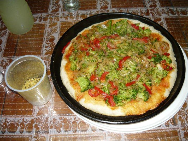 Y si tienen hambre, les invito a una deliciosa pizza vegana... (hecha por mí...)
