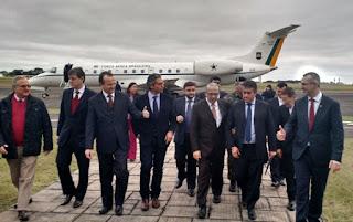 Na comitiva, do ministro, estiveram presentes o secretário estadual dos Transportes, Pedro Westphalen; o presidente da AL-RS, Edson Brum (PMDB); e os deputados Frederico Antunes (PP), Jorge Pozzobom (PSDB) e Gabriel Souza (PMDB).
