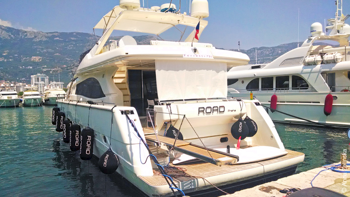 Яхта в Будве, Черногория