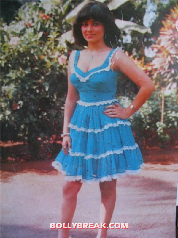 mandakini looking very beautiful in a blue dress - (3) - Mandakini hot photos from the Old Times