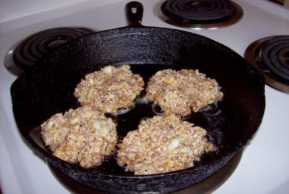 The potluck vegetarian oatmeal patties pour the oil in a skillet and preheat it while you make up the patty mix forumfinder Image collections