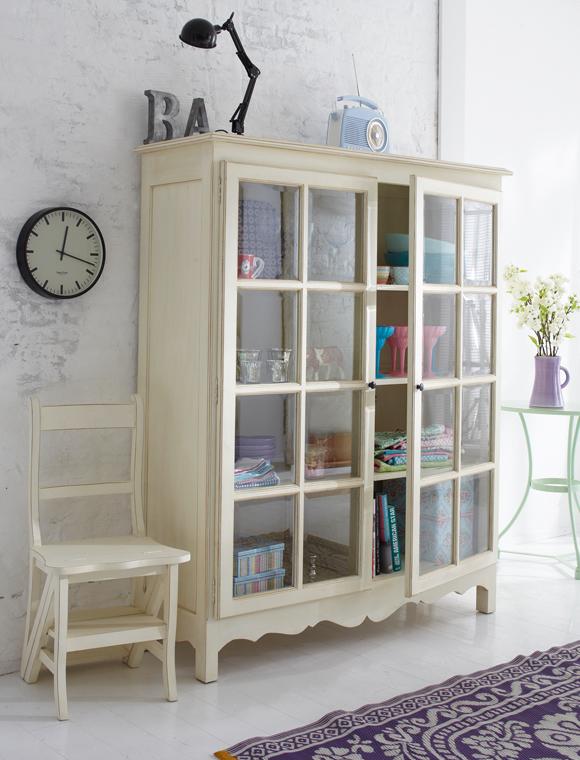 aaron me vitrinsk p. Black Bedroom Furniture Sets. Home Design Ideas
