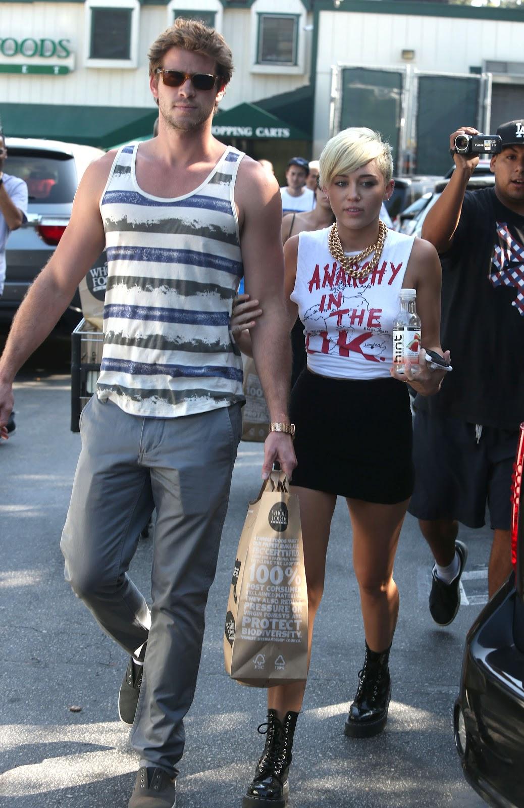 http://3.bp.blogspot.com/-I1Z5UJ3lcac/UFIL0nWDnoI/AAAAAAAAYAw/cX_KAw2HOlw/s1600/Miley+Liam.jpg