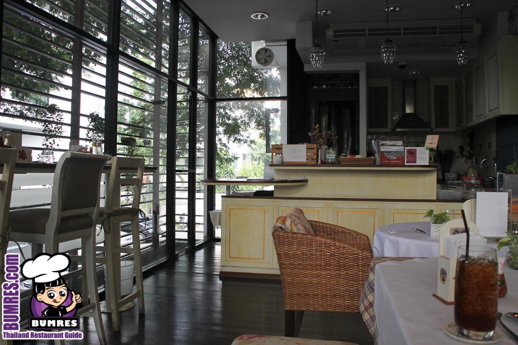 Restaurant review bangkok mostly all around the for Lampada ristorante