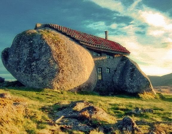 الرجل العقل يبني بيته الصخر