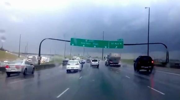 Grandes Tormentas que asustan en las Autopistas