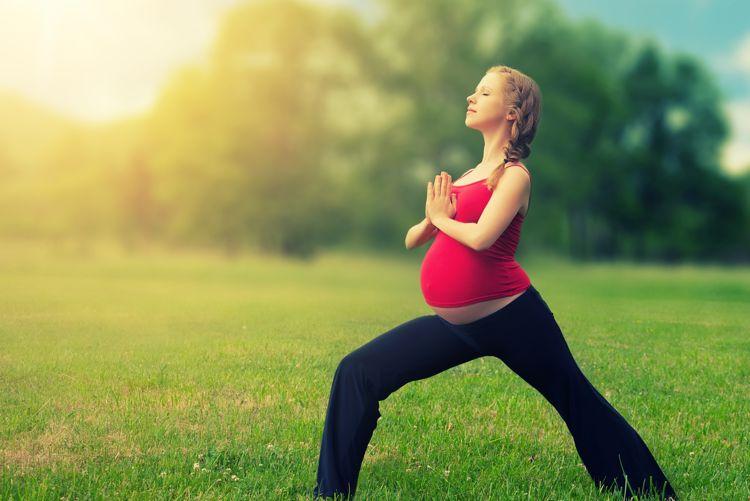 Puedo practicar yoga durante mi embarazo? | Adhikara Yoga