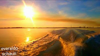 Belo nascer do Sol a Bordo da Lancha Pilot