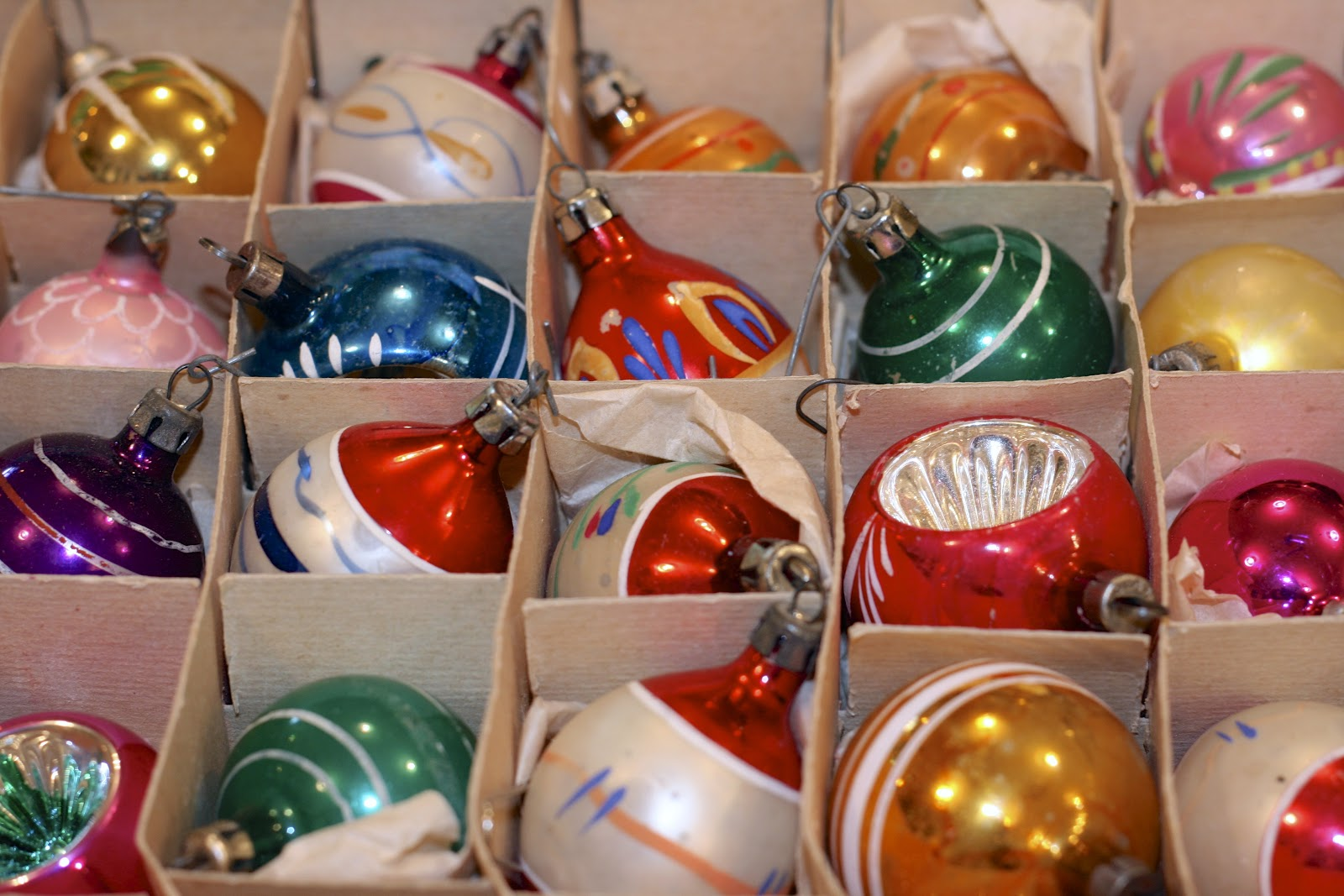 The Polished Pebble: Collecting: Vintage Christmas Ornaments