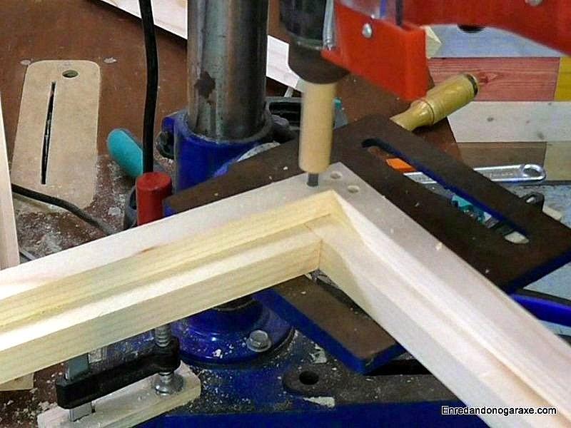 Taladrando el tercer agujero para los tubillones. www.enredandonogaraxe.com
